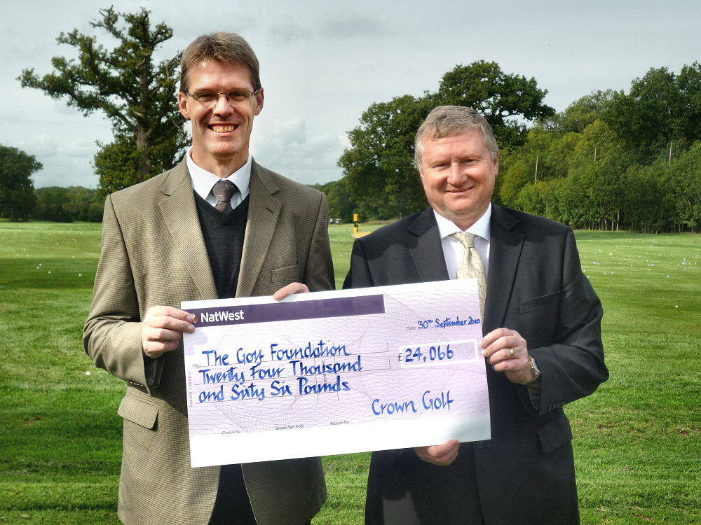 CrownGolf_GolfFoundation_Donation2010_01_small