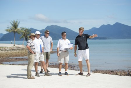 Ernie Els putting his final touches to The Els Club Teluk Datai (3)