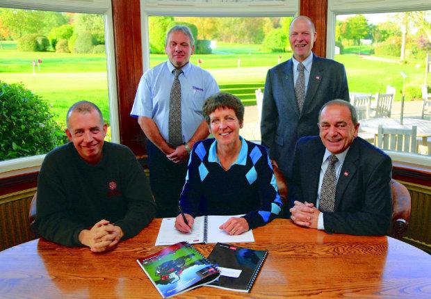 PR4159 Trentham GC agreement signing.sng