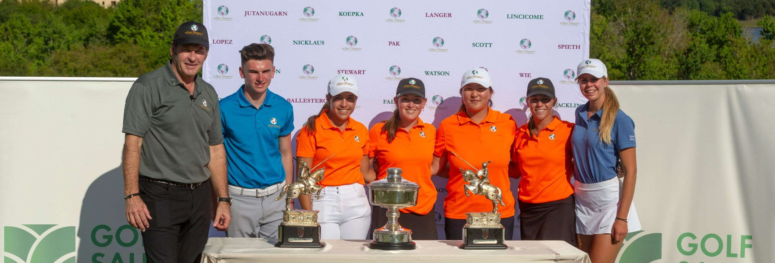 Championship hostscrop(From L-R) Sir Nick Faldo (Tournament Host), Conor Gough (2019 Boys), 2019 Team Winners, Annabell Fuller (2019 Girls)