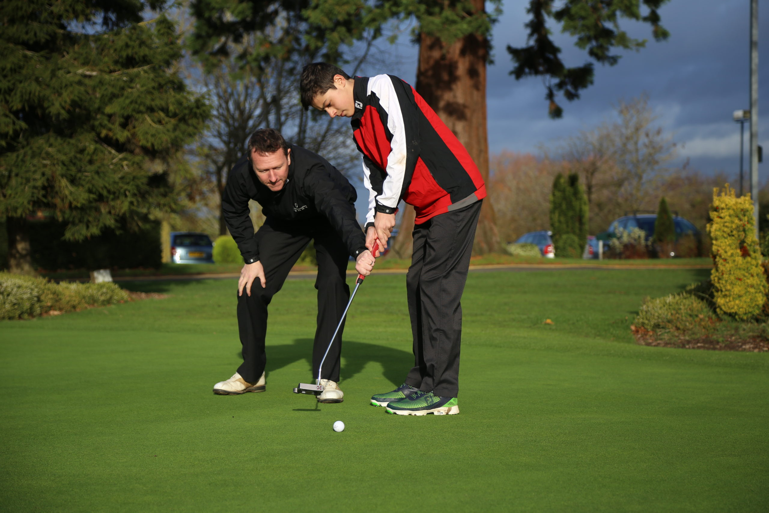 A Hartpury golf student receiving tuition